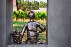 Pomnik Winiarki Emmy w winnicy Julia